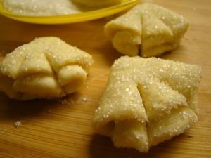 Делаем надрезы на печенье