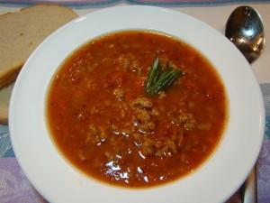 Томатный суп с чечевицей и фаршем
